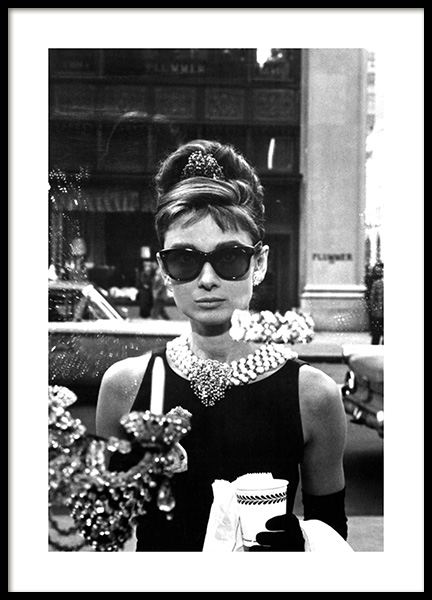 Breakfast at Tiffany's Poster in the group Prints / Iconic photos at Desenio AB (11973)