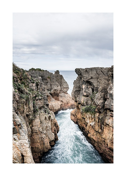 – Photograph of Dolomite Point in New Zealand with large cliffs and the ocean